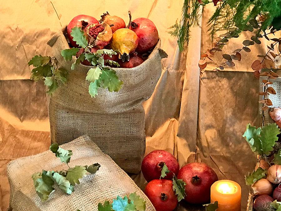 bouqpomegranates and hessian bag with oak leaves